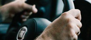 הסרת ידיים מהגה בזמן נסיעה 1